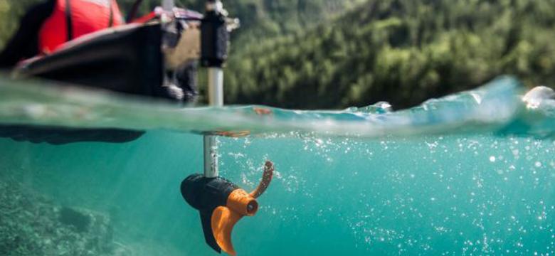 instalar motor eléctrico en kayak de pesca